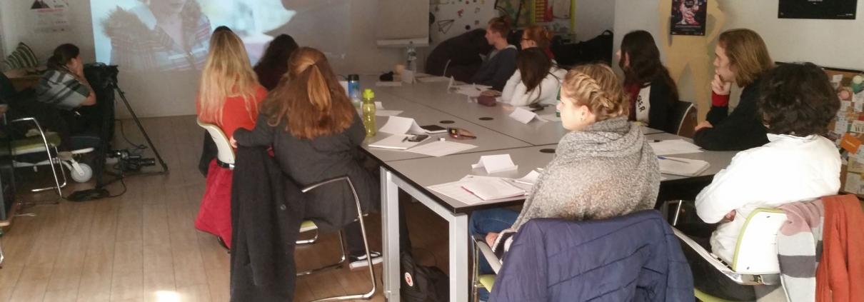 Gruppe im Seminarraum